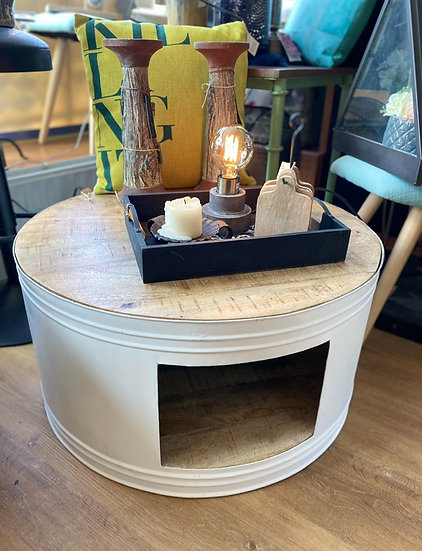Metalen salontafel met houten blad