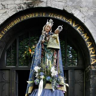 Motto- Gaat hier niet voorbij zonder te zeggen Ave Maria