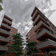 Motto-Balkons met lijnen spel met doorkijkje naar andere balkons