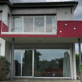 Motto- Balcony in Red