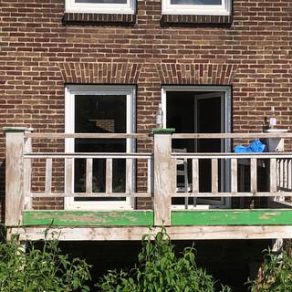 Motto- Balkon met flessen