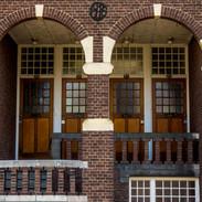 Motto- Ensemble van bogen en deuren aan de Wilhelminasingel