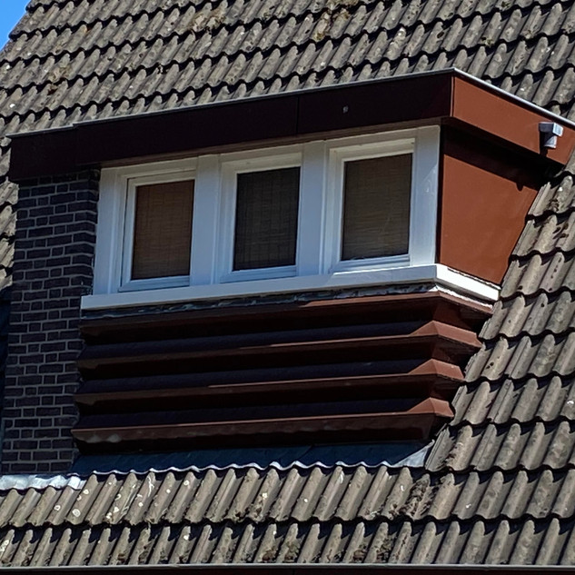 Motto- Dakkapel in bruin