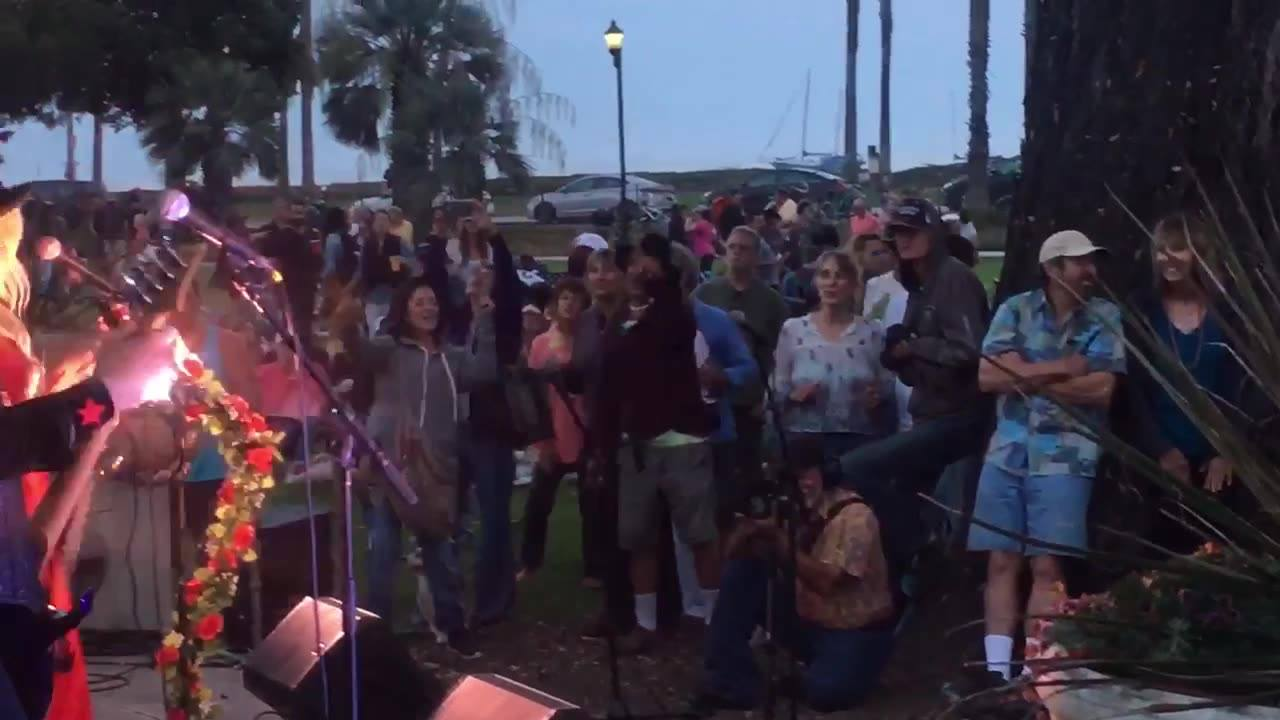 ‪Dancing the night away to STEVIE NICKS  Illusion Band in Santa Barbara playing FLEETWOOD MAC hits at Chase Palm Park Thursday night. @SBCity @sbparksandrec @SantaBarbara #SantaBarbara https://www.santabarbaraca.gov/gov/depts/parksrec/recreation/even