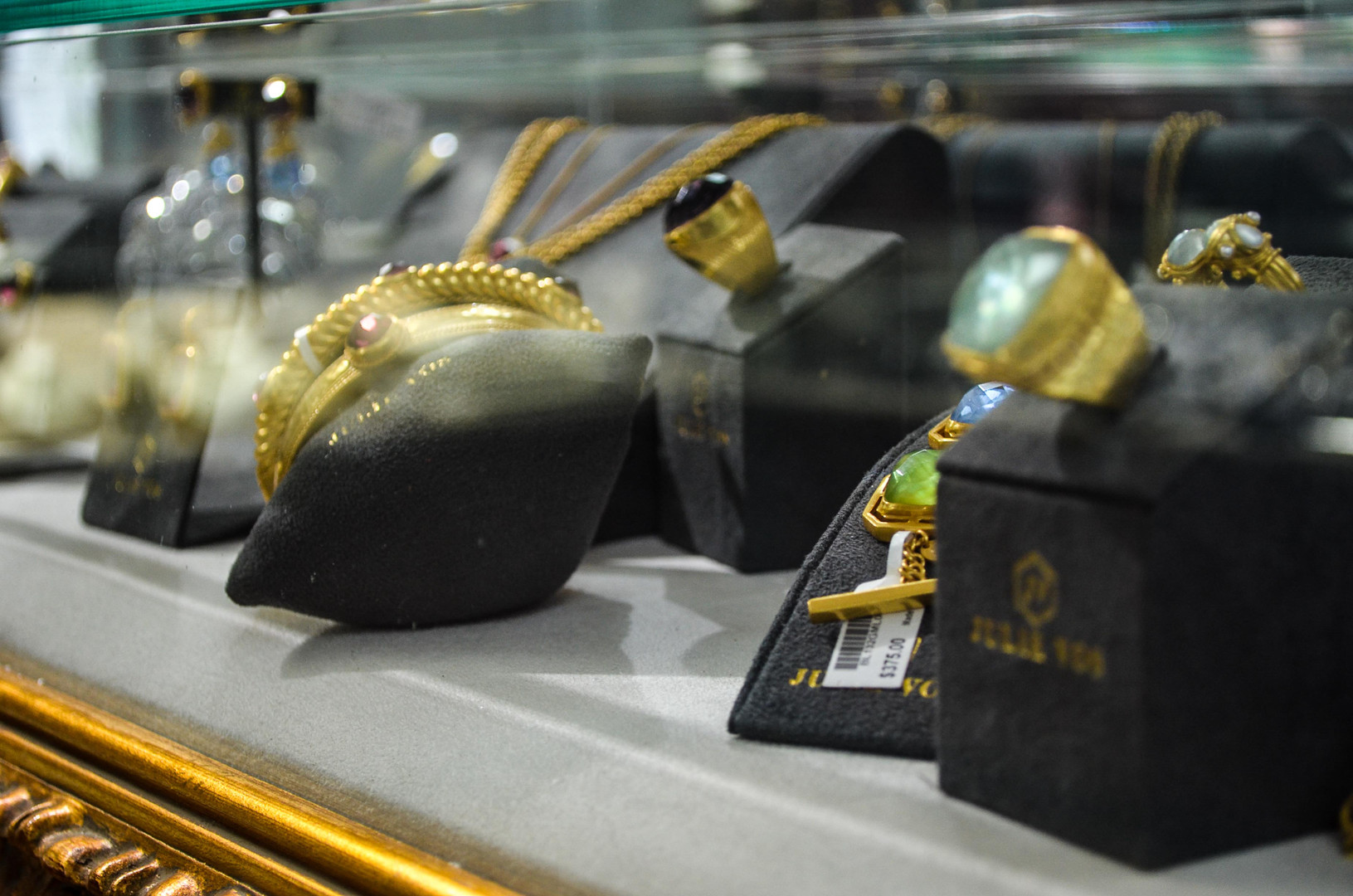 Julie Vos Showcases at Cook's Jewelry