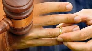 No puede exigirse a una persona que ha cambiado de sexo que anule su matrimonio celebrado antes