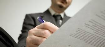 Guerra entre notarios y registradores: cruce de acusaciones por la titularidad real de las empresas