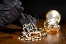 Tres años de cárcel por robar las joyas a su suegra