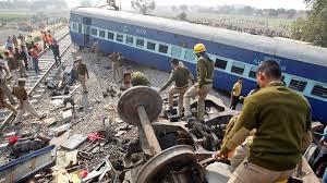 Al menos 119 muertos al descarrilar un tren en India