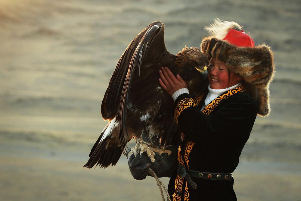 aisholpan dans la jeune fille et son aigle