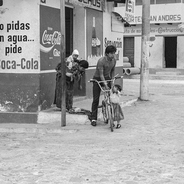 Aguas Calientes Family with Bike-49.jpg