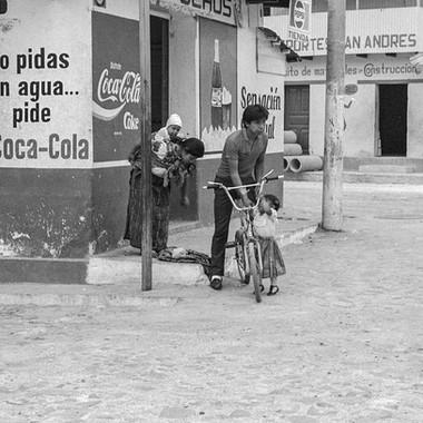 Aguas Calientes Family with Bike-49.jpg