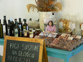 Obraz przedstawia wybrane produkty, które oferujemy wra z książką kucharską - kuchnia grecka.