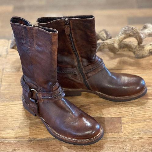 Stiefel mit Lederschlaufe