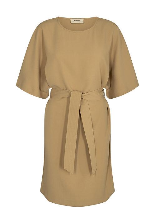 Kleid mit Stoffgürtel