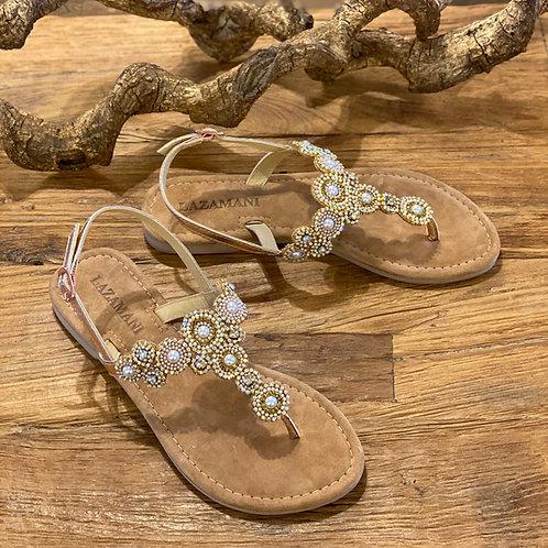 Flache Sandalen mit Perlenapplikationen