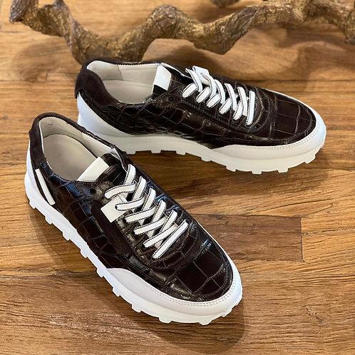 Sneaker in Kroko-Optik