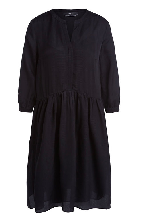Kleid aus fliessendem Jaquard