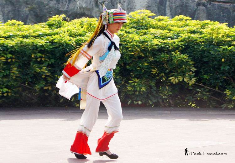 Costume of the Yi people