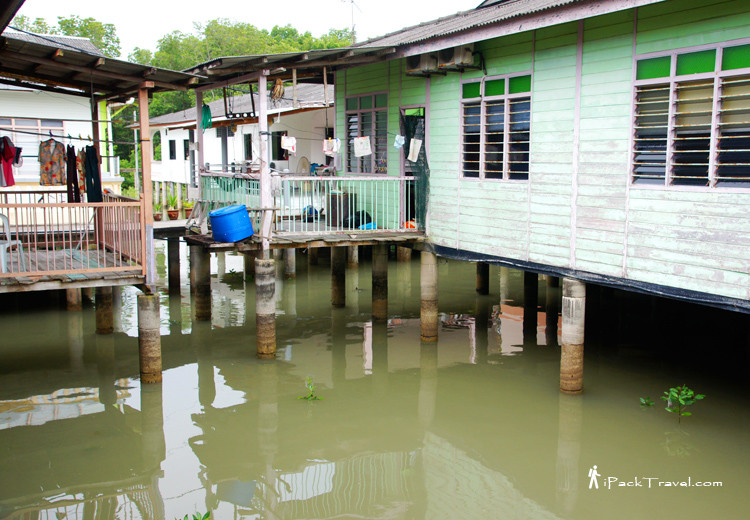 Kukup Laut's houses on stilts