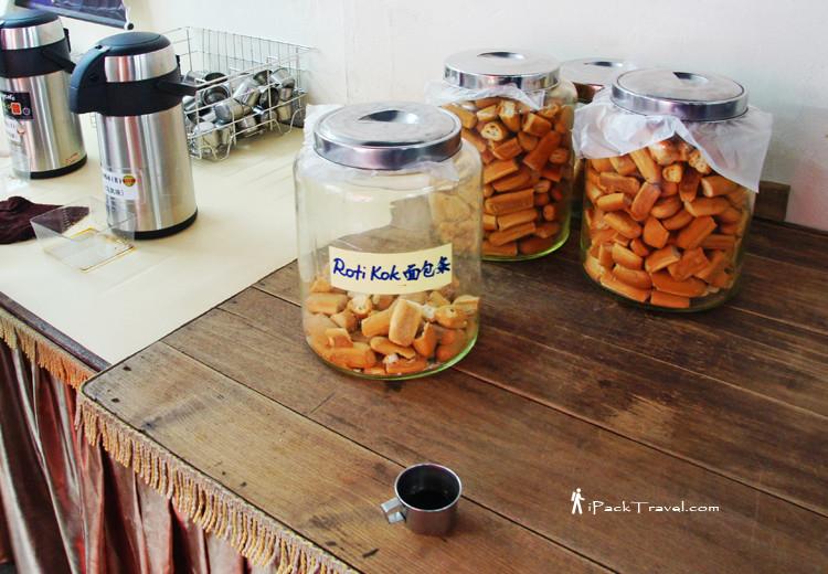 Coffee and roti kok