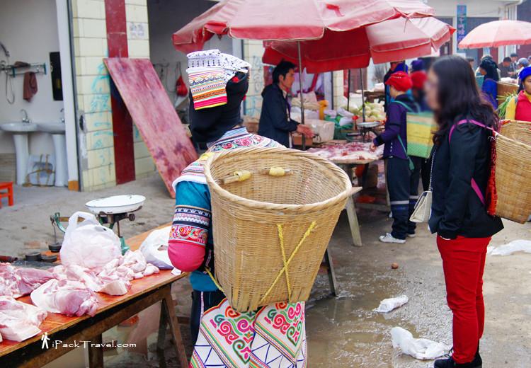Yi lady buying meat