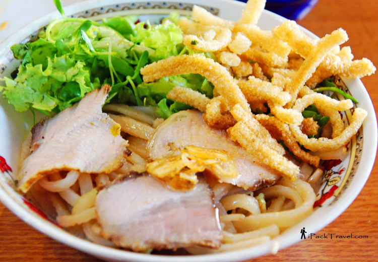 Cao Lau with crispy noodle