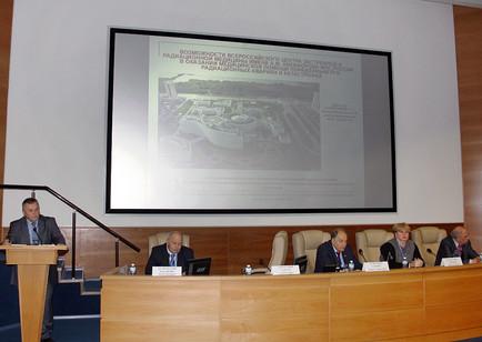 Заместитель директора по науке В.Д. Гладких выступил с сообщением о перспективах производства антидо