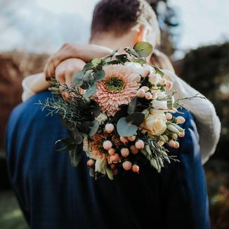 Hochzeitsfotos im eigenen Garten