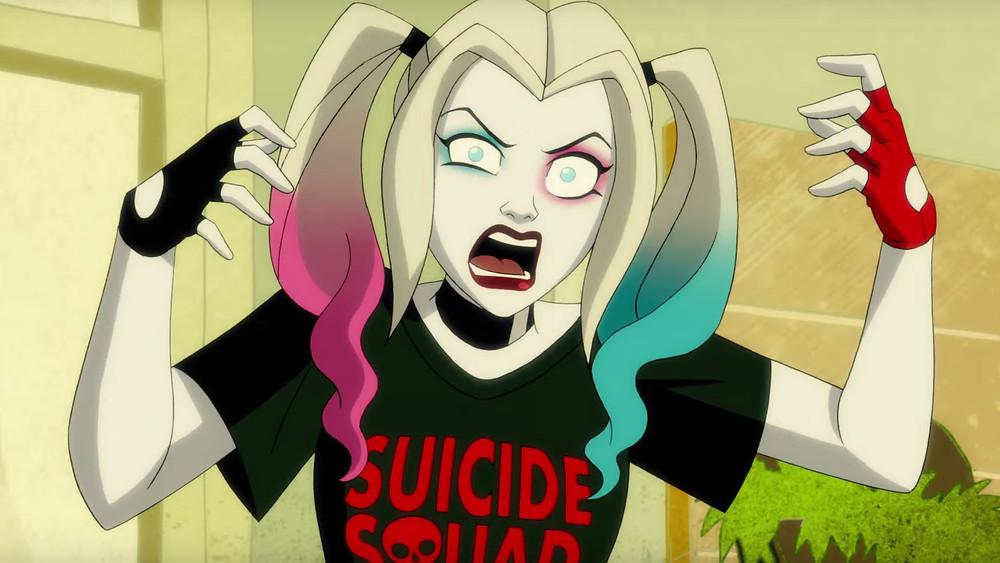 Na imagem mostra a Arlequina ou Harley Quinn, doida, retrato clássico da personagem que continuará assim na próxima temporada da série