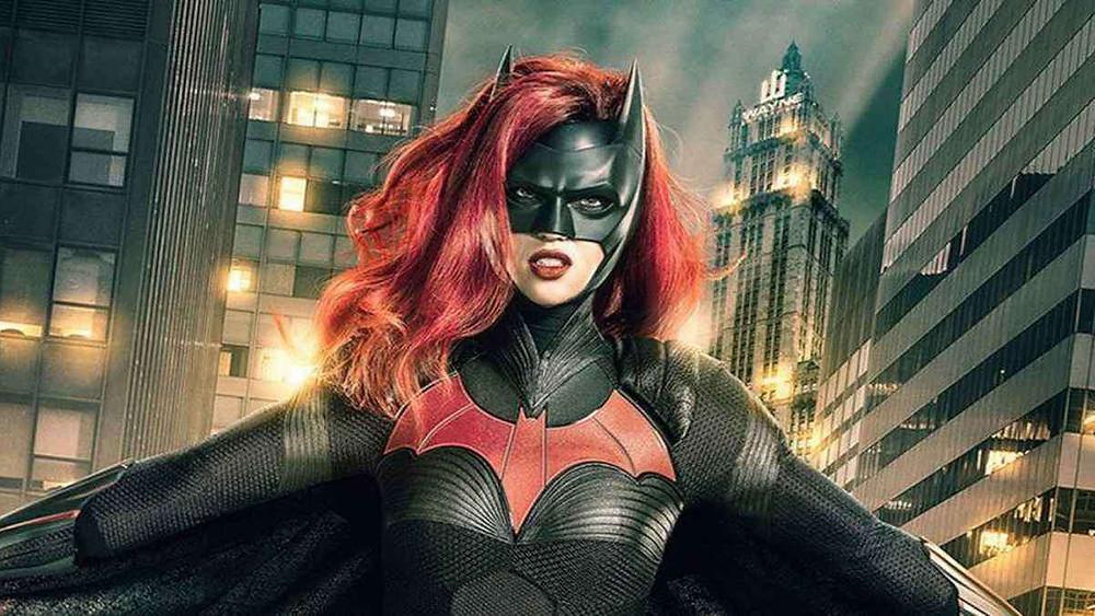 Na imagem temos Ruby Rose em Batwoman para explicar qual foi o motivo de sua saída na série da Warner