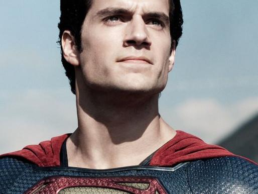 Henry Cavill assina contrato para três filmes como Superman