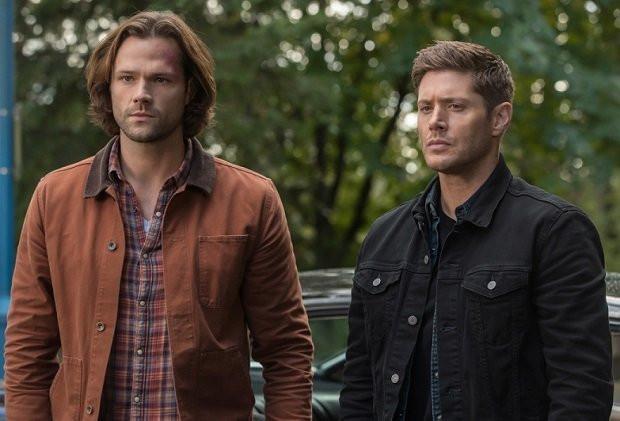Na imagem mostra Dean e Sam, os protagonistas de Sobrenatural ou Supernatural para ilustrar a série que vai voltar com sua última temporada