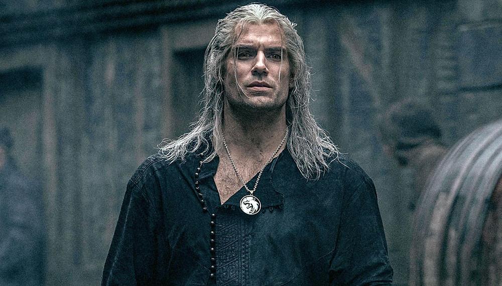 Na imagem retiramos um frame de The Witcher pra situar as pessoas sobre a série que terá sua 2 temporada adiada devido ao Covid-19