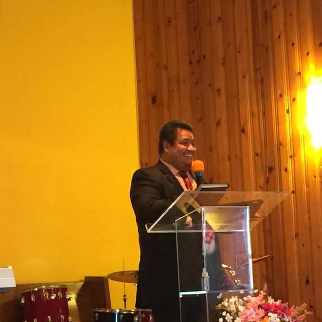 Pastor Saul Cruz en Iglesia Puerta de Es