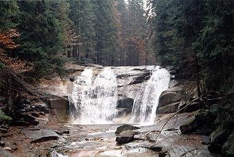 1071px-Mumlava_waterfall_-_panoramio.jpg