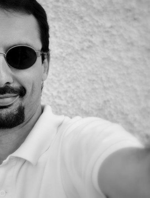 ritratto b-n paolo occhiali fab.JPG