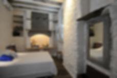 Υπνοδωματιο λιθοκτιστης κατοικιας στην Τηνο, Κυκλαδες