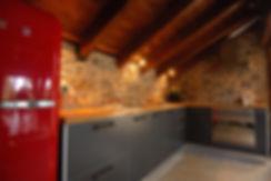 Εσωτερικη αποψη κουζινας σε κατοικια στον Παρνασσο