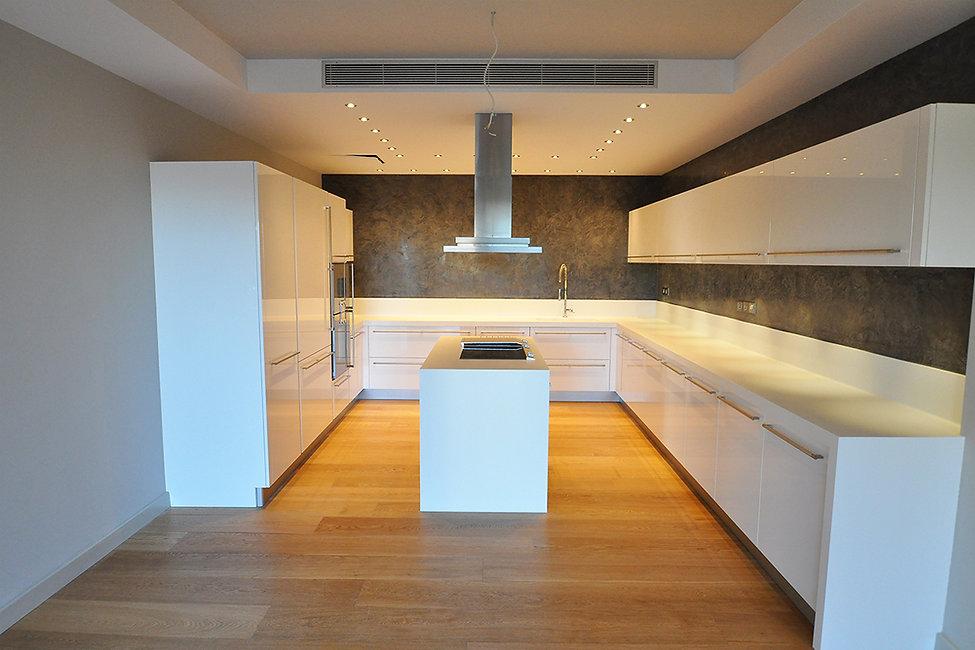 Ανακαινιση κουζινας με ξυλινο δαπεδο