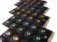 クリスタル・ジュエリー・ストーンのトップブランドであるスワロフスキー社製のラインストーンを使用した耳ツボジュエリーです。スワロフスキーならではの輝き・透明度・存在感をお楽しみいただけます。