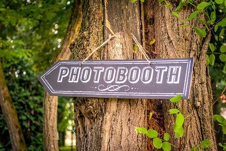 Photobooth direction at a wedding.jpg