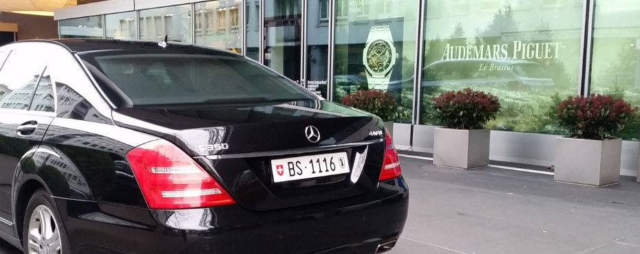 With Mercedes-Benz S-Class to HourUniverse.