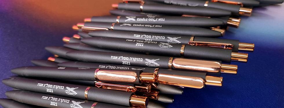 חריטה על עטים