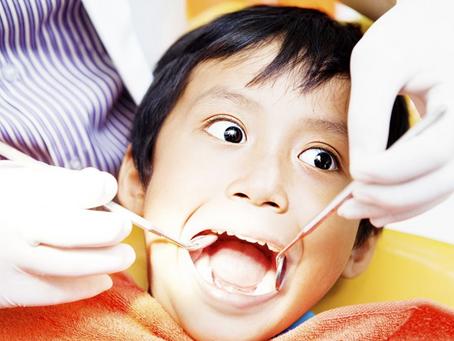 孩子蛀牙了,為何兒童牙醫第一次不治療?