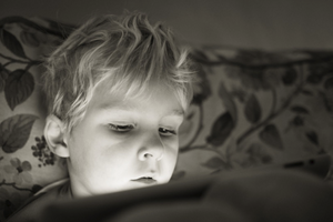 兒童牙醫侯侯醫師給予家長們帶孩子看牙的心理建設建議。讓小朋友不再害怕看牙醫!