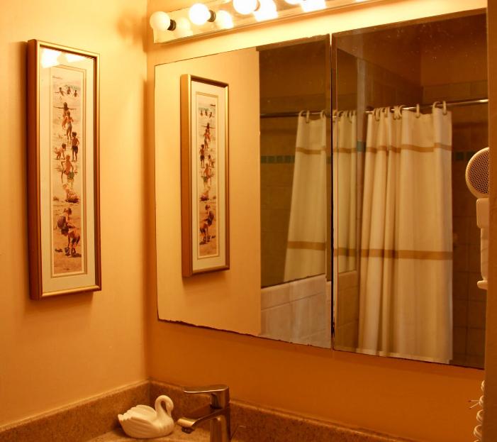 #1bathroom.png
