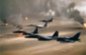1920px-USAF_F-16A_F-15C_F-15E_Desert_Sto