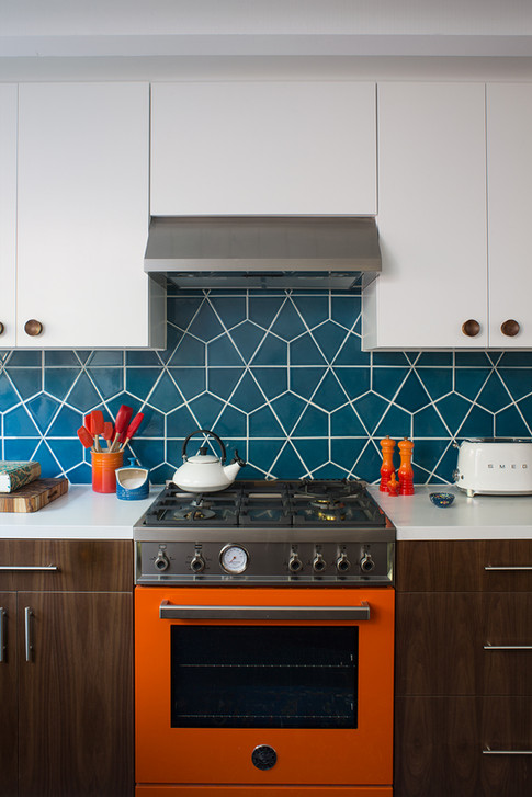 Kelly-Martin-Interiors-Bertazzoni-Orange-Fireclay-Hexite-Kitchen
