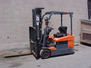 What are the signs your forklift may need replacement!